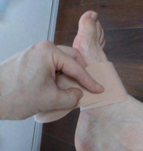 足の真ん中で一周分図る